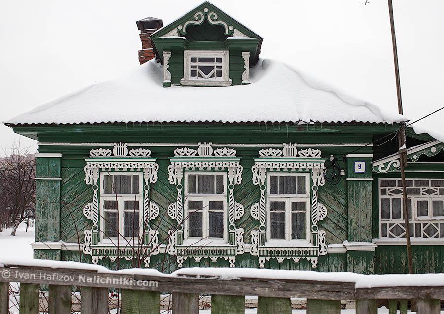 Русский дом с резными наличниками