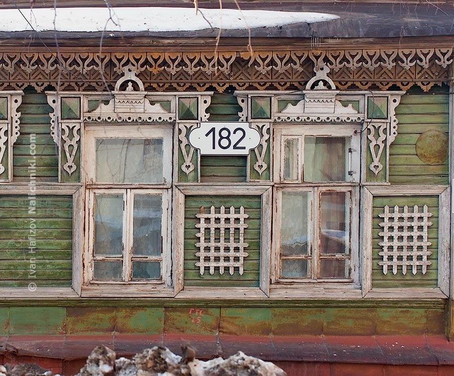 White decorated windows from Kimry (Tver Oblast)