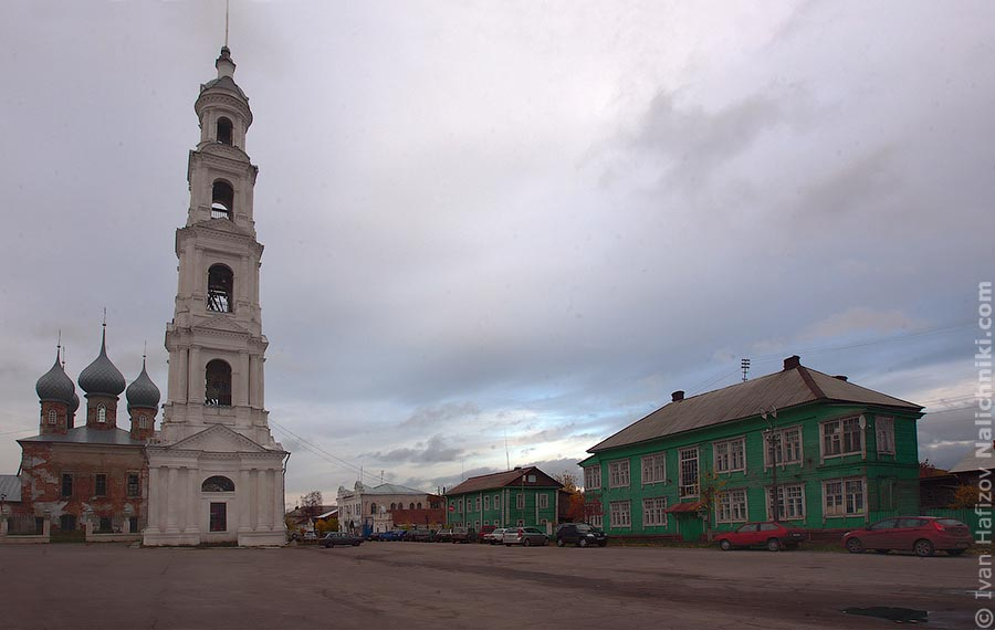 Площадь города Юрьевец с колокольней