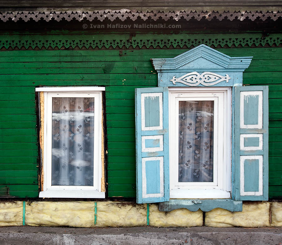 Two windows with and without nalichniki (ornate wooden window frames)