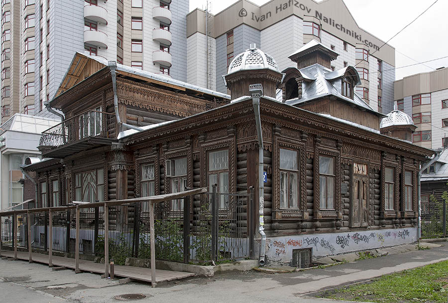 A wooden old house in Yekaterinburg city.