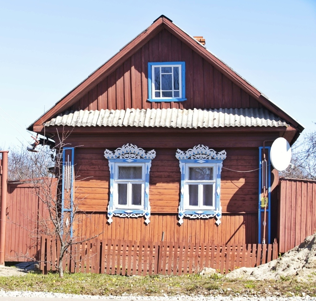 A beautiful wooden house with nalichniki