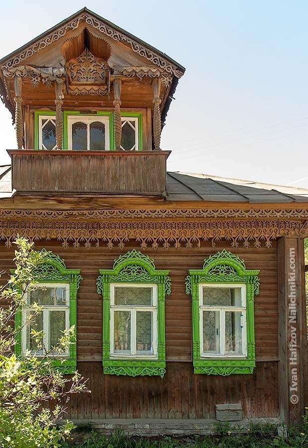 Костромской дом с растительным орнаментом домовой резьбы