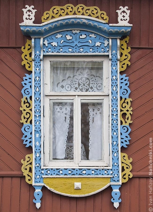 Queer painted nalichnik (ornate wooden window frames) in Kineshma