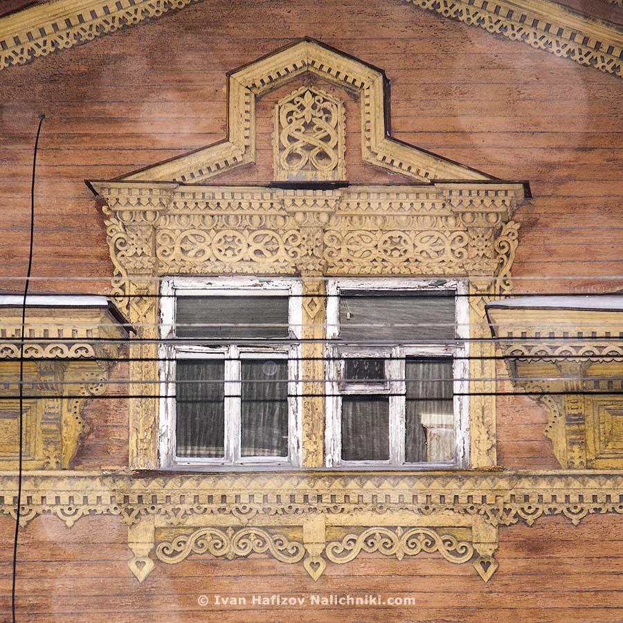 Резной наличник чердачного окна