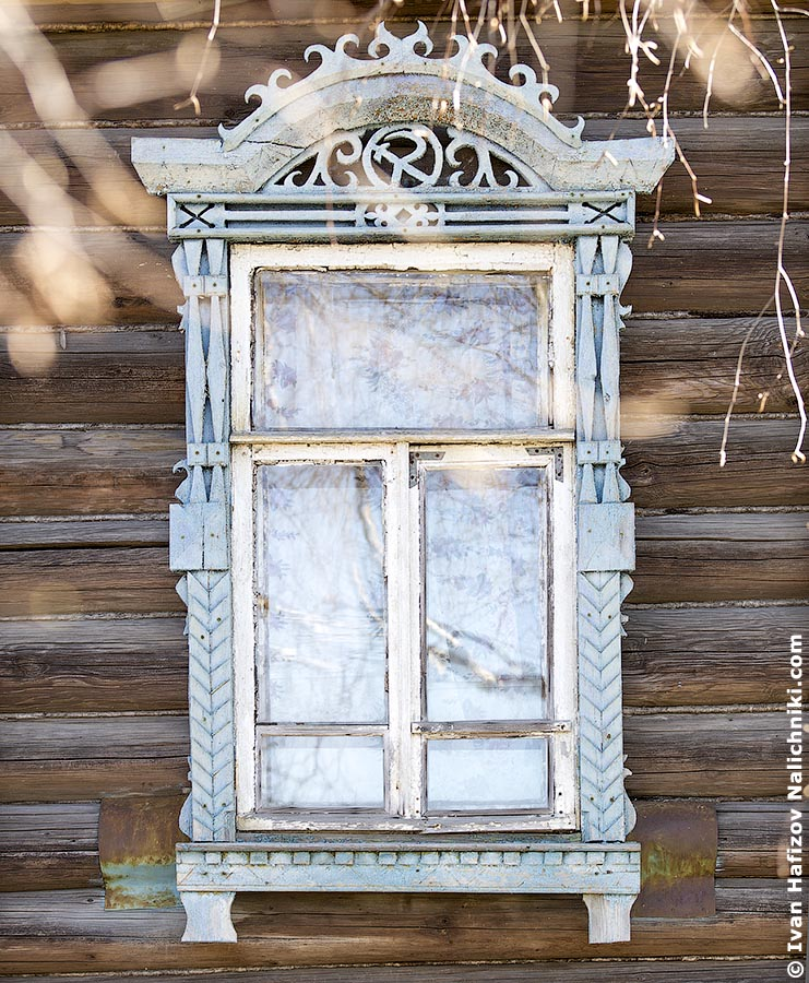 Carved wooden windows frames (nalichniki) with hammer and sickle