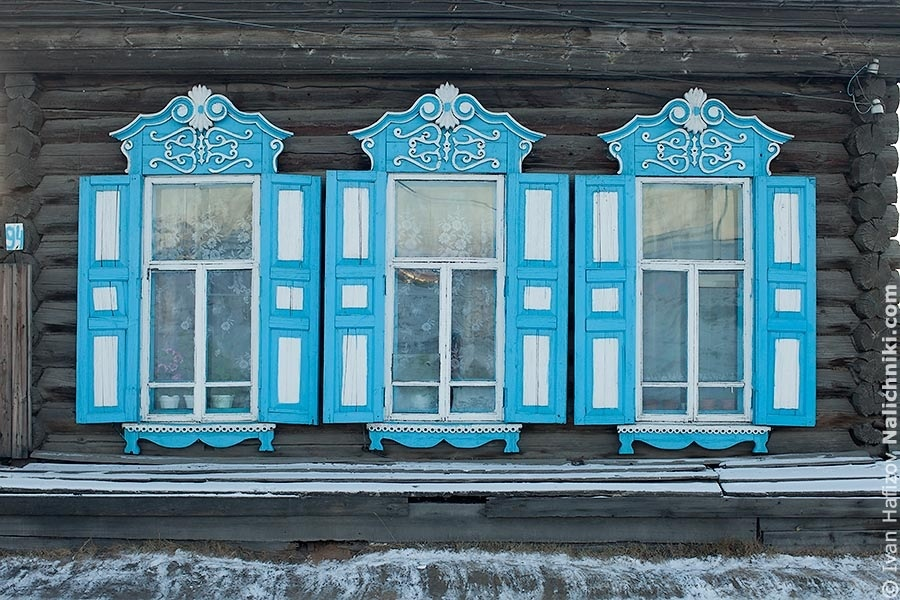 Beautiful and big shutters in Nerchinsk