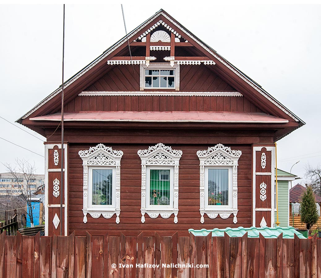 A wooden house with fretwork in Gavrilov Yam