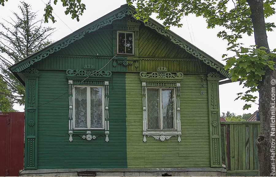 An odd painted house with nalichniki in Rostov