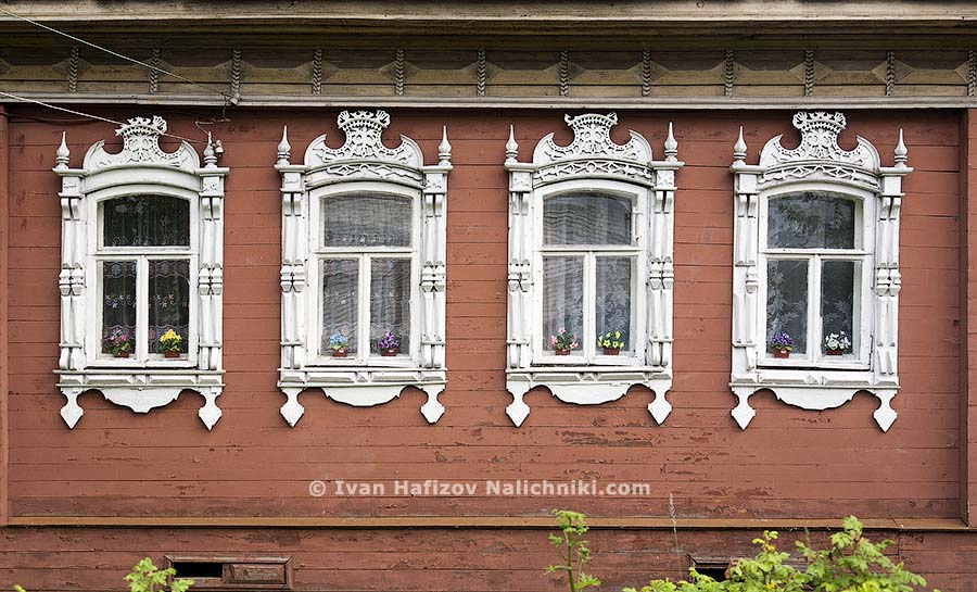 Nalichniki and  the oldest types of windows in Rostov Veliky city