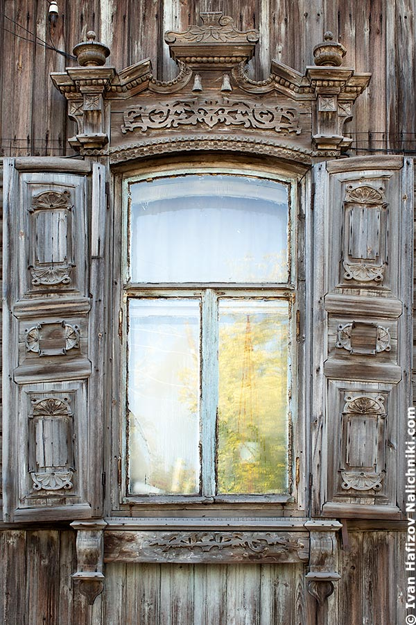 Nalichnik with fretwork and shutters in Omsk. Russian city