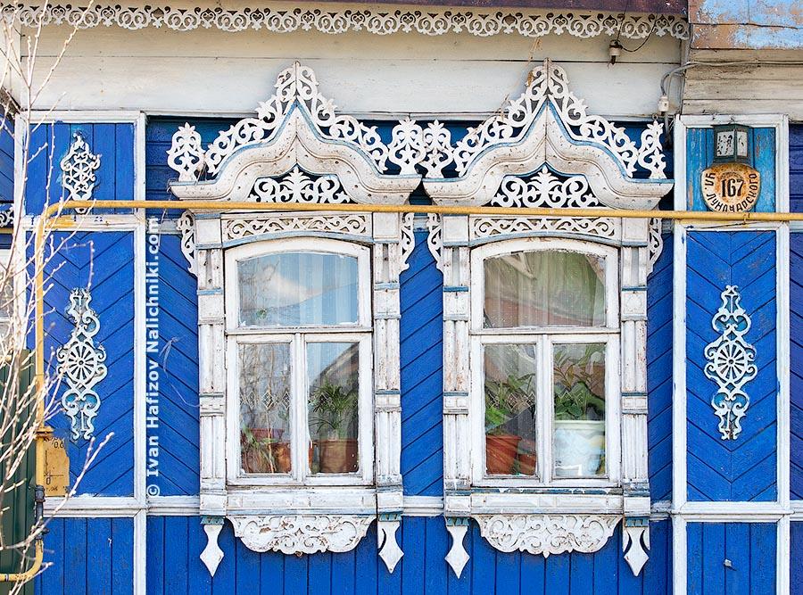Угличские традиционные наличники на окнах