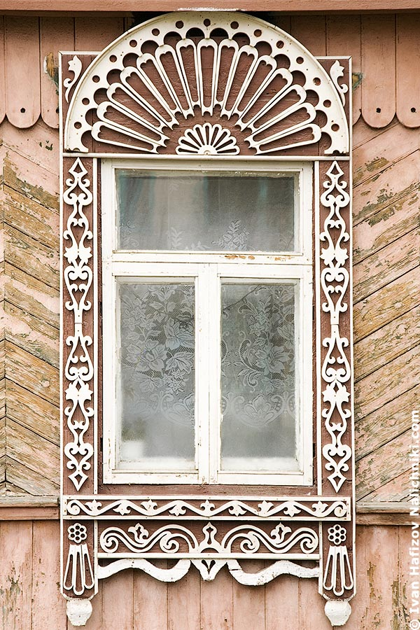 Nalichnik with fretwork in Vladimir