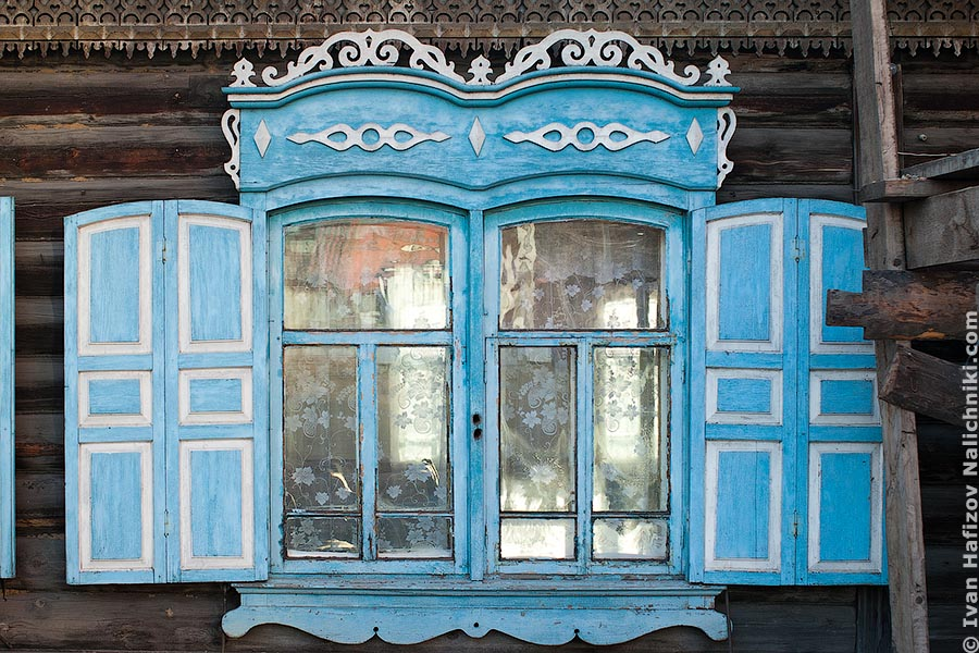A double window frame in Chita city