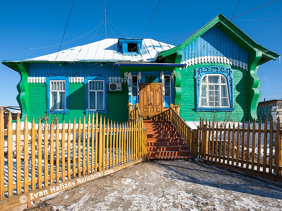 Деревянный дом в русском стиле.