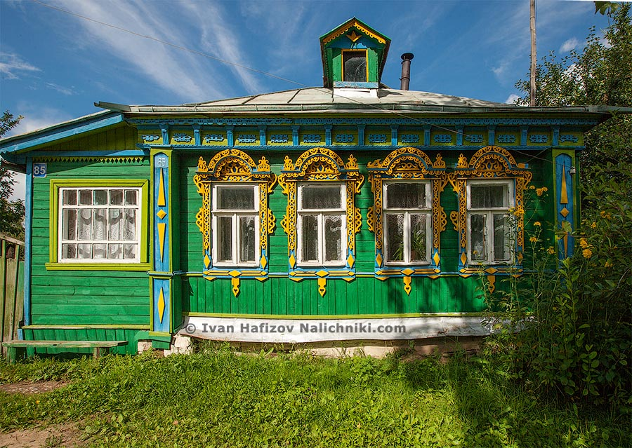 Carved wooden house with fascia boards, valance and nailichniki