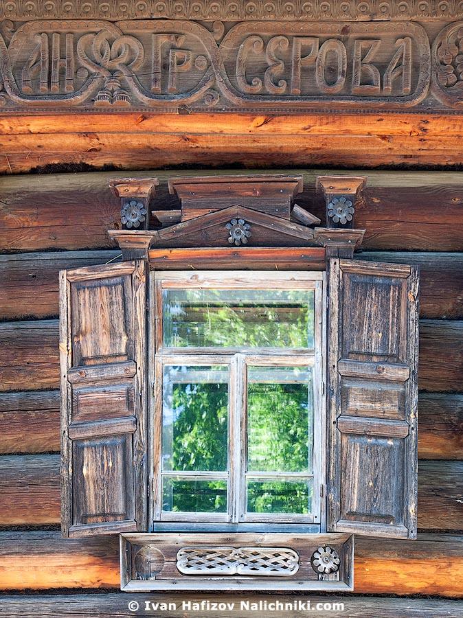 Деревянный наличник дома Серова из Костромского музея деревянного зодчества