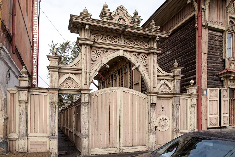 Резные деревянные ворота