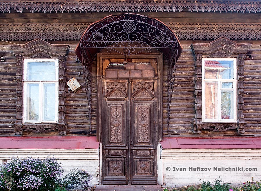 Beautiful wooden door and nalichniki at wooden house in Borisoglebsk city