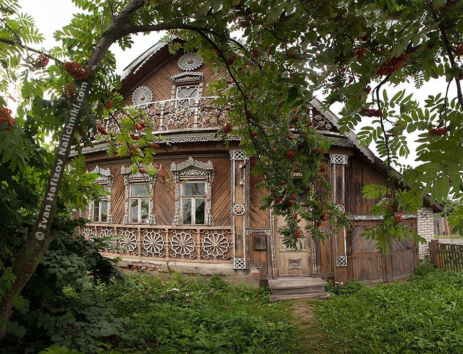 A carved house in Vyzniki city