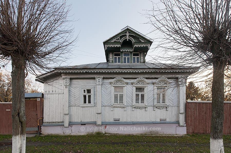 Шуя, Ивановская область. Резной деревянный дом с мезонином.