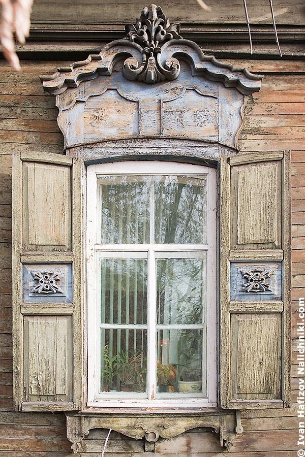 Резной оконный деревянный наличник из Иркутска