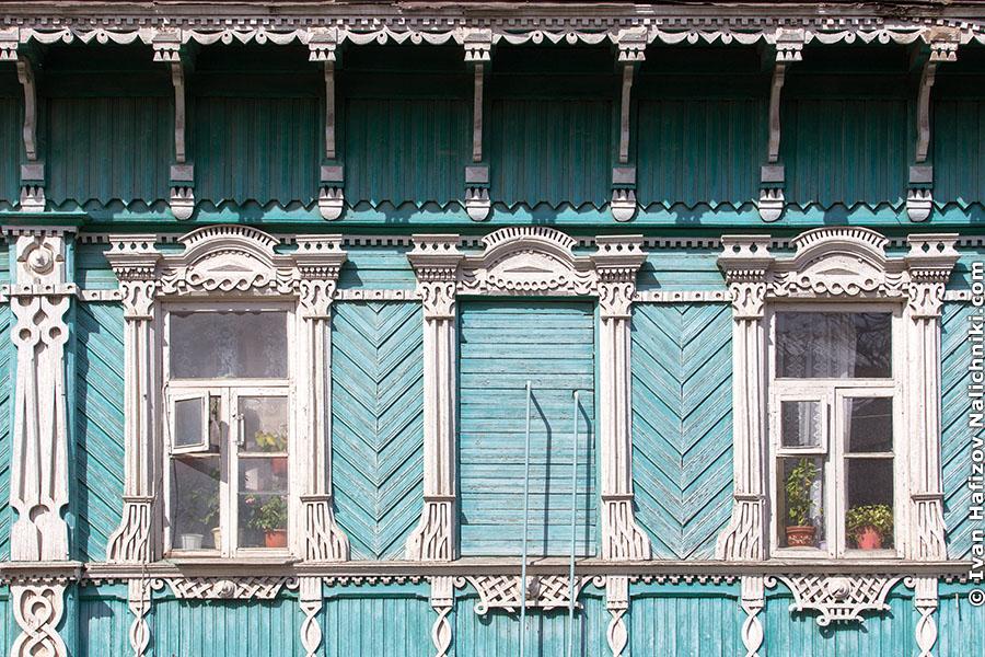 Три наличники и два окна