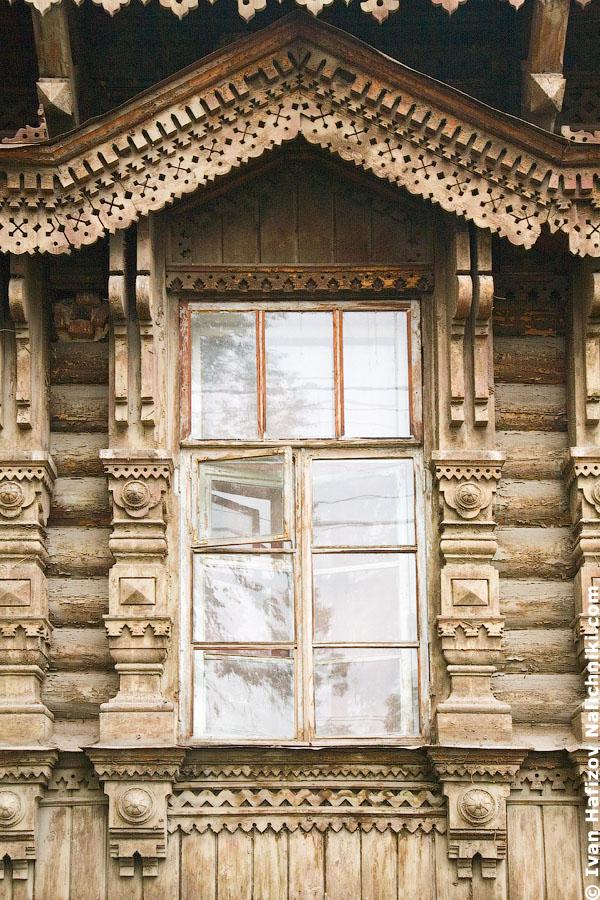 Наличник окна конца девятнадцатого века в русском стиле