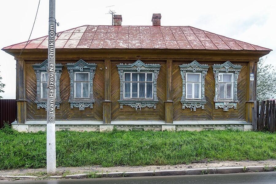 Деревянный дом с наличниками в Гороховце