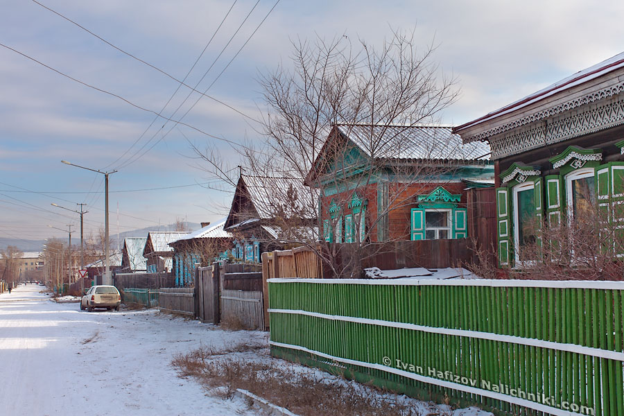 Улица с деревянными домами