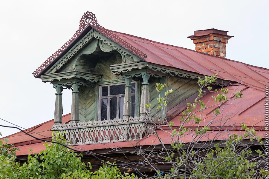 Деревянный резной балкон из Гороховца