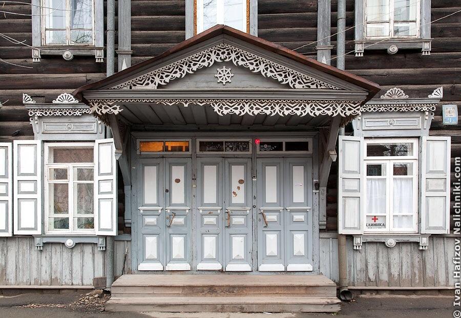 иркутские деревянные двери и окна с наличниками