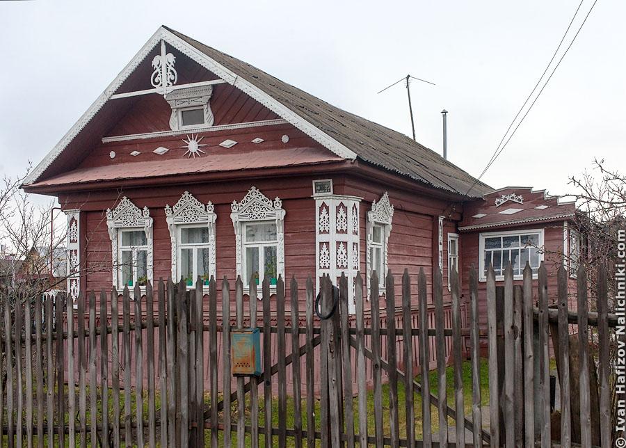 Резной деревянный дом из Гаврилова Яма с необычными резными украшениями