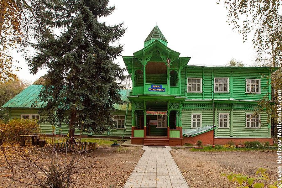 Деревянная школа в Малаховке