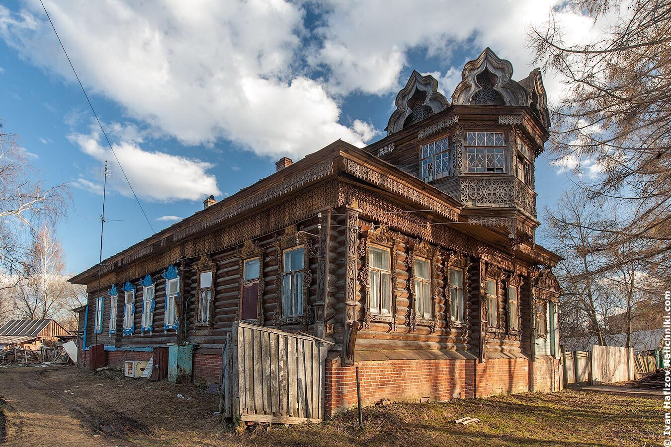Прекрасный резной деревянный дом из Углича
