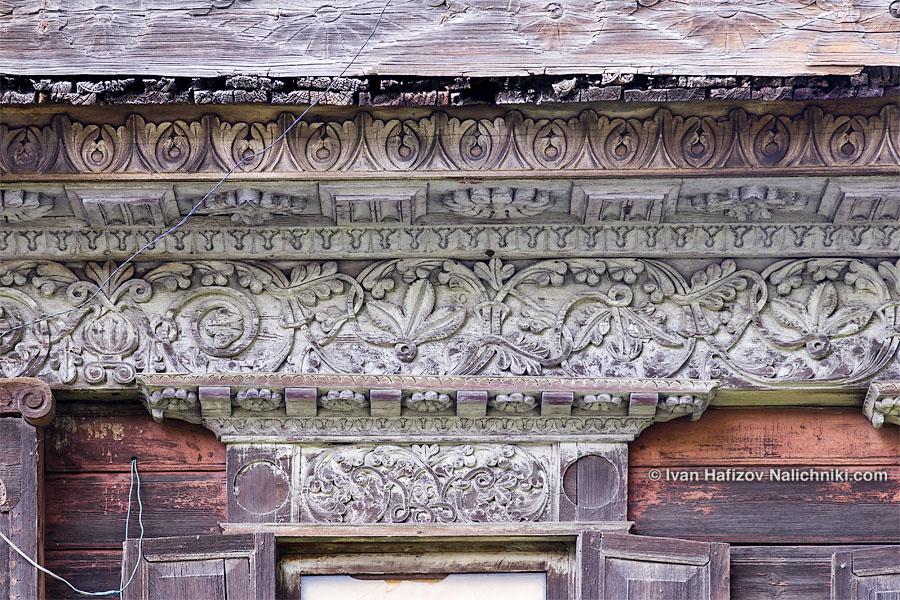 Ажурная деревянная резьба на стенах дома в Гороховце
