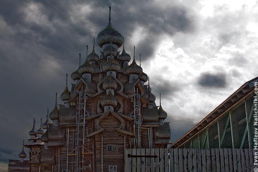 Памятник деревянного зодчества, церковь Преображения Господня в Кижах