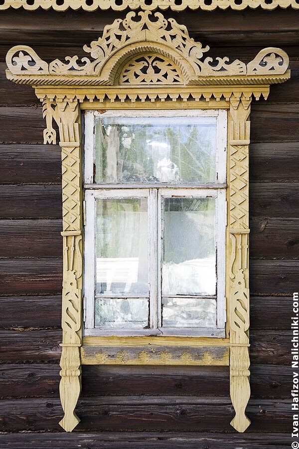 резной наличник из Костромы с символом распаханного поля