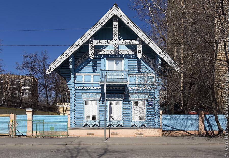 Деревянный длм в центре Москвы. Дом Погодина