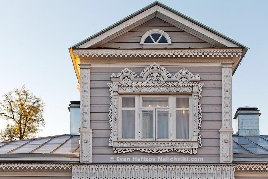 деревянный мезонин на историческрм особняке в Коломне