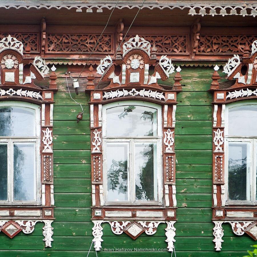 оконные наличники без ставень. Ростов Великий.