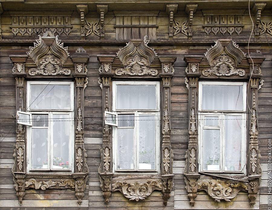 невероятно красивые резные окна