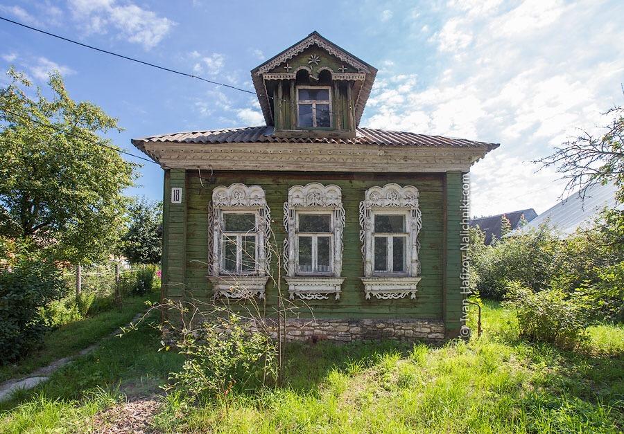 Московская область, Хорлово. Деревянный дом с резными наличниками
