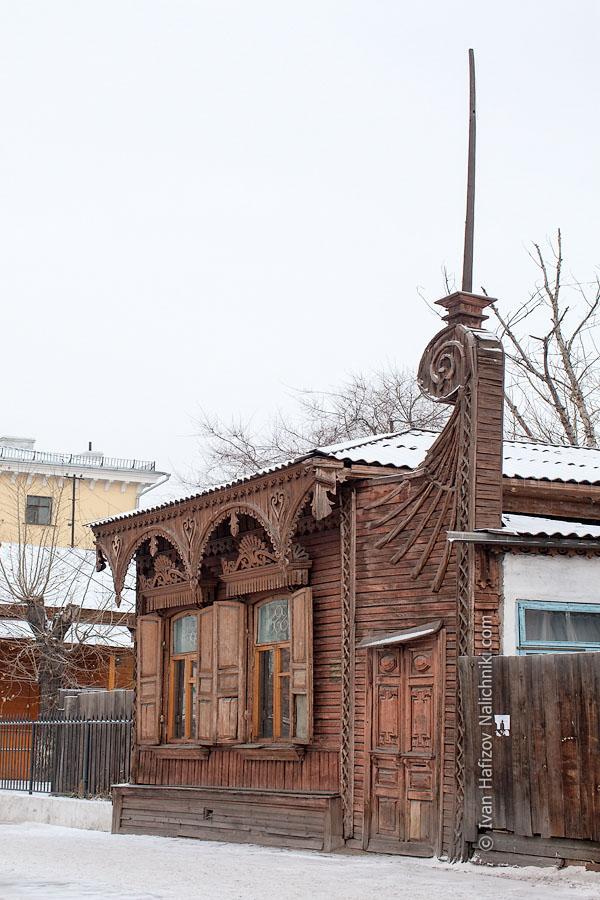 Деревянный дом со шпилем