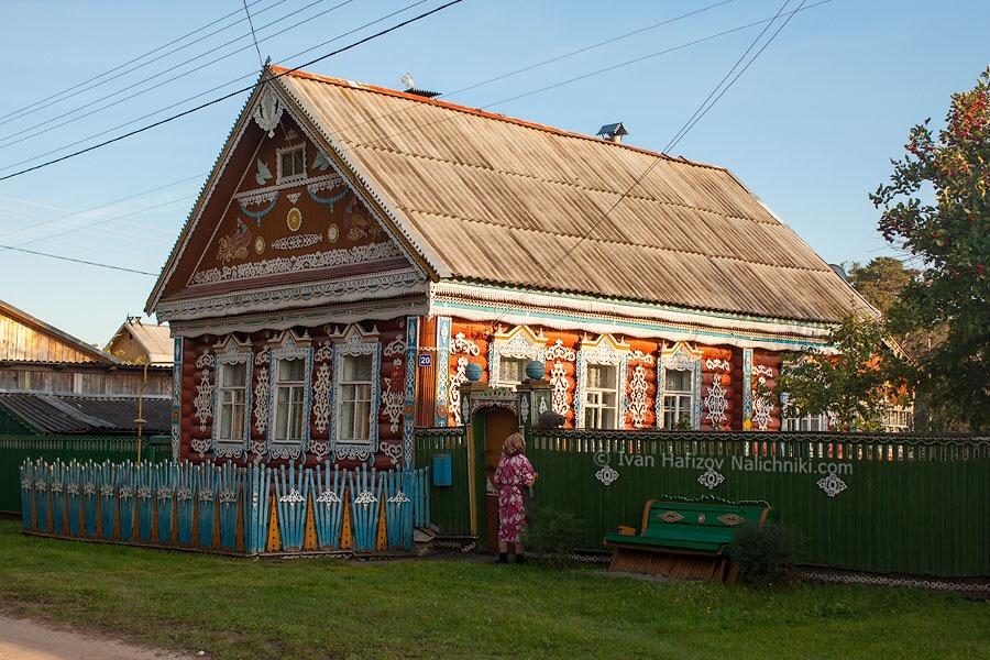 красивый резной деревянный дом в Юхнове