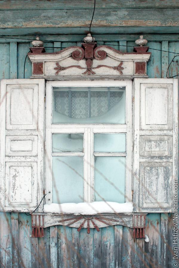 Резной оконный деревянный наличник из Соликамска