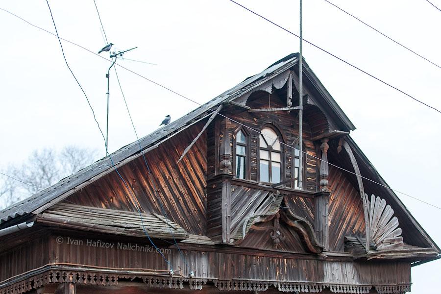 фронтон деревянного дома постройки начала XX века в Кимрах