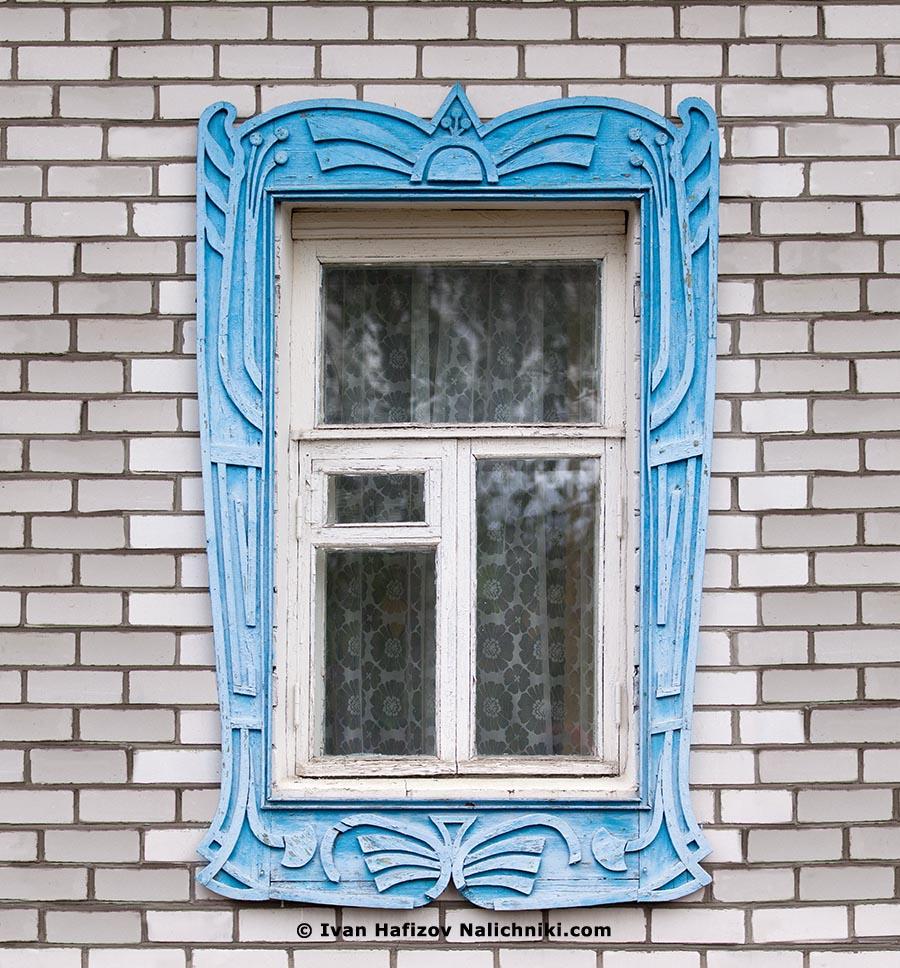 Современный русский наличник. Деревянный на кирпичной кладке