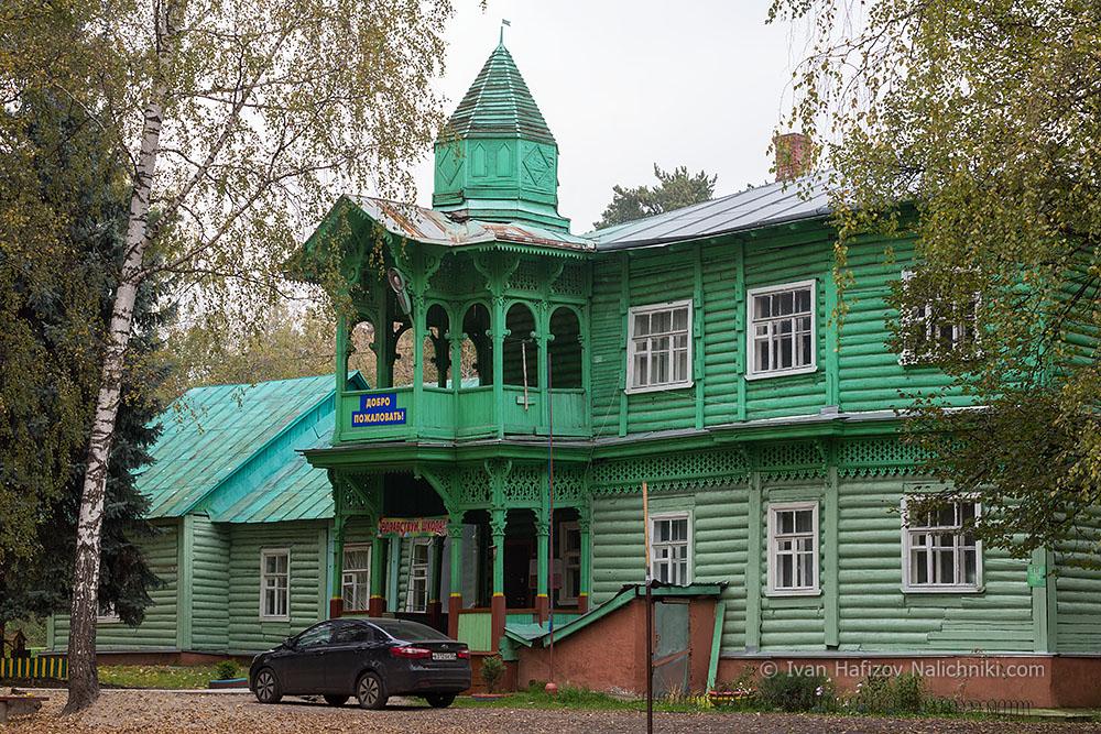Деревянная начальная школа 48 в Малаховке