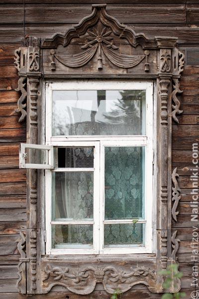Томский традиционный наличник объёмной резьбы
